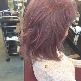 ベリーピンク ハイライト フェミニン ピンク ヘアスタイルや髪型の写真・画像