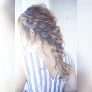 夏 フェミニン ヘアアレンジ 後れ毛 ヘアスタイルや髪型の写真・画像