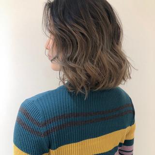外国人風カラー ミディアム 巻き髪 ストリート ヘアスタイルや髪型の写真・画像