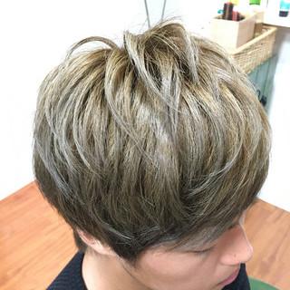 グレージュ モテ髪 ショート ボーイッシュ ヘアスタイルや髪型の写真・画像