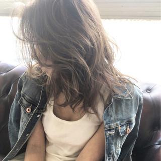 アッシュ インナーカラー 外国人風 ストリート ヘアスタイルや髪型の写真・画像