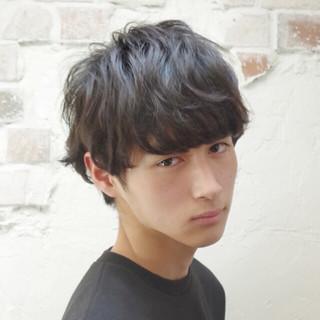 ナチュラル 黒髪 メンズ 前髪あり ヘアスタイルや髪型の写真・画像