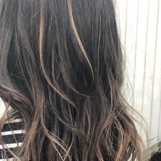 セミロング アッシュグレージュ 外国人風 ストリート ヘアスタイルや髪型の写真・画像