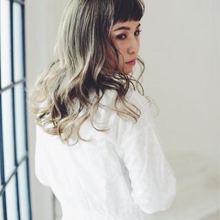 外国人風カラー グレージュ 前髪あり アッシュ ヘアスタイルや髪型の写真・画像