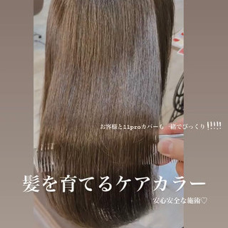 オリーブグレージュ オリーブカラー 艶髪 セミロング ヘアスタイルや髪型の写真・画像