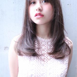 外国人風 セミロング ピュア フェミニン ヘアスタイルや髪型の写真・画像