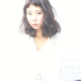 寝癖 アッシュ ガーリー フェミニン ヘアスタイルや髪型の写真・画像