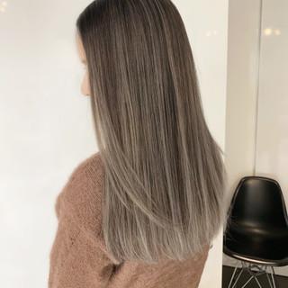 インナーカラー ロング ハイライト ホワイトベージュ ヘアスタイルや髪型の写真・画像