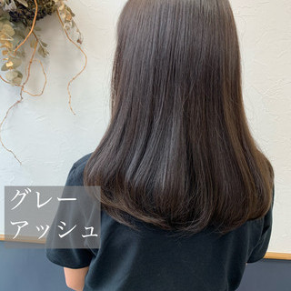 アッシュグレージュ ナチュラル ロング グレーアッシュ ヘアスタイルや髪型の写真・画像