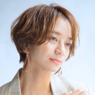 ハンサムショート ショートパーマ ナチュラル 簡単スタイリング ヘアスタイルや髪型の写真・画像