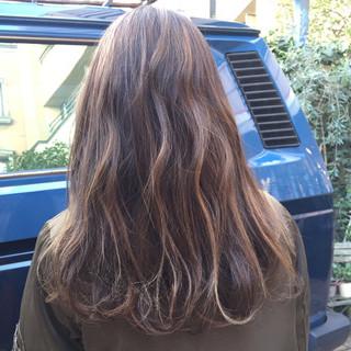 アッシュ ローライト ハイライト ルーズ ヘアスタイルや髪型の写真・画像