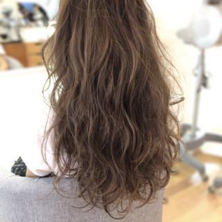エレガント ロング 透明感 ブリーチ ヘアスタイルや髪型の写真・画像