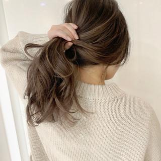 ホワイトベージュ バレイヤージュ ハイライト ロング ヘアスタイルや髪型の写真・画像