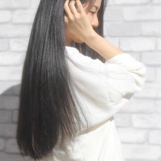 コンサバ ロング アッシュ ストレート ヘアスタイルや髪型の写真・画像