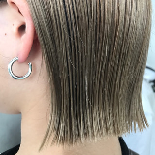 ブリーチ 透明感 グレージュ 切りっぱなし ヘアスタイルや髪型の写真・画像