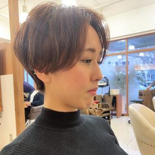 ナチュラル ショートヘア ハンサムショート 前下がりショート ヘアスタイルや髪型の写真・画像
