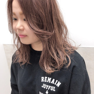 グレー 透明感カラー ミディアムレイヤー グレージュ ヘアスタイルや髪型の写真・画像