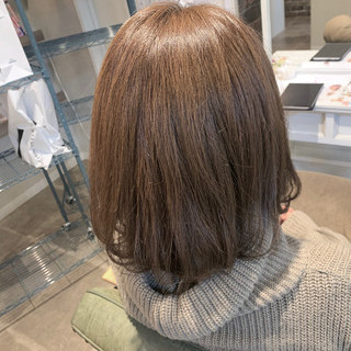 抜け感 透明感 ミディアム アッシュベージュ ヘアスタイルや髪型の写真・画像