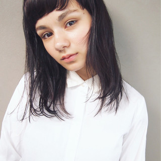 ナチュラル ウェットヘア ストレート 前髪あり ヘアスタイルや髪型の写真・画像