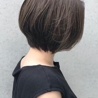グレーアッシュ ボブ エレガント 前下がりボブ ヘアスタイルや髪型の写真・画像