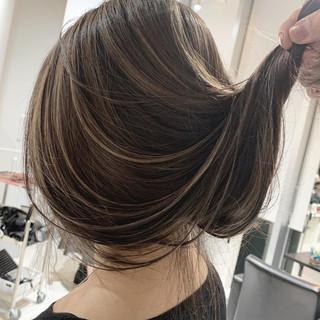 外国人風 ロング インナーカラー コントラストハイライト ヘアスタイルや髪型の写真・画像