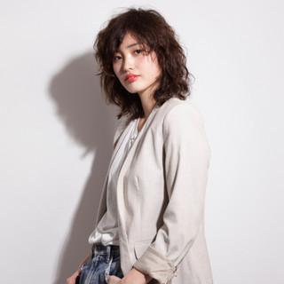 ミディアム ウェーブ パーマ 簡単 ヘアスタイルや髪型の写真・画像