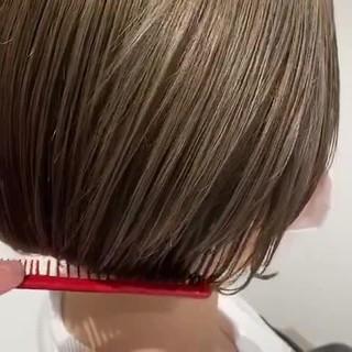 まとまるボブ カーキアッシュ 透明感カラー ナチュラル ヘアスタイルや髪型の写真・画像