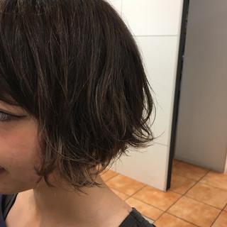 ショート ストリート グレージュ アッシュグレージュ ヘアスタイルや髪型の写真・画像