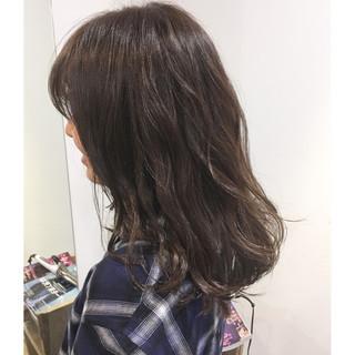 暗髪 アッシュグレージュ ブルージュ ブルーアッシュ ヘアスタイルや髪型の写真・画像