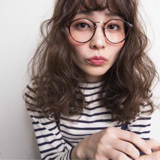 外国人風カラー ナチュラル アッシュ ウェーブ ヘアスタイルや髪型の写真・画像