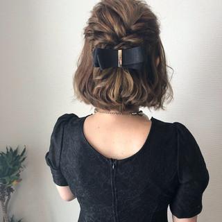 フェミニン ハーフアップ ねじり ボブ ヘアスタイルや髪型の写真・画像