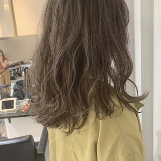 波ウェーブ セミロング 外国人風 ダブルカラー ヘアスタイルや髪型の写真・画像