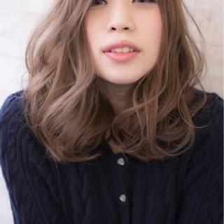 ゆるふわ ウェーブ ミディアム 秋 ヘアスタイルや髪型の写真・画像