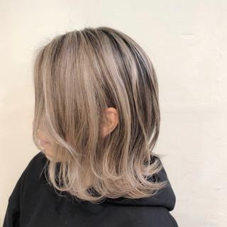 ベージュ ハイライト ナチュラル バレイヤージュ ヘアスタイルや髪型の写真・画像