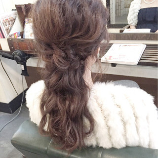 編み込み ヘアアレンジ 大人かわいい フェミニン ヘアスタイルや髪型の写真・画像