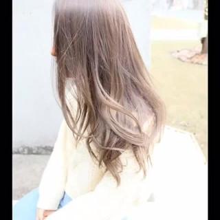 外国人風カラー ハイライト ロング アッシュ ヘアスタイルや髪型の写真・画像