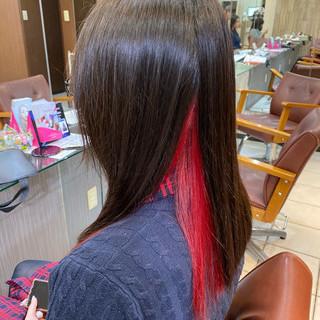 レッド ダブルカラー セミロング インナーカラーレッド ヘアスタイルや髪型の写真・画像