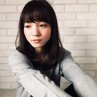ミディアム アンニュイ 簡単ヘアアレンジ オフィス ヘアスタイルや髪型の写真・画像