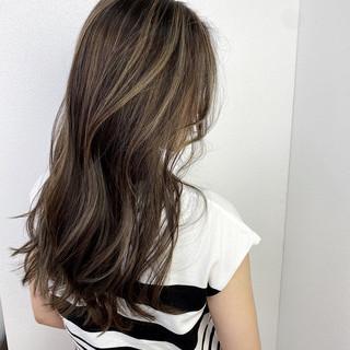 バレイヤージュ ロング 透明感 ナチュラル ヘアスタイルや髪型の写真・画像