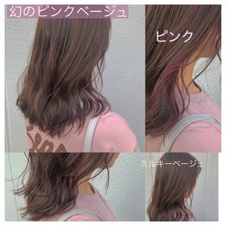 ラベンダーグレージュ ボブ インナーピンク ゆる巻き ヘアスタイルや髪型の写真・画像