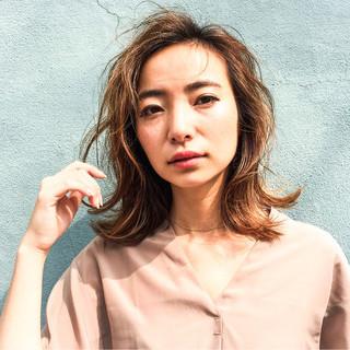 外国人風 ミディアム ヘアアレンジ ハイライト ヘアスタイルや髪型の写真・画像