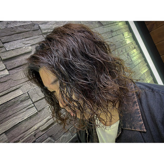 メンズパーマ ミディアム メンズスタイル メンズ ヘアスタイルや髪型の写真・画像