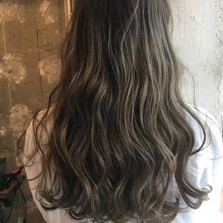 アッシュ ハイライト ニュアンス ナチュラル ヘアスタイルや髪型の写真・画像