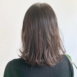 ナチュラル アッシュグレージュ セミロング グラデーションカラー ヘアスタイルや髪型の写真・画像
