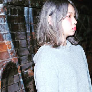 ミディアム ストリート アッシュ ホワイト ヘアスタイルや髪型の写真・画像