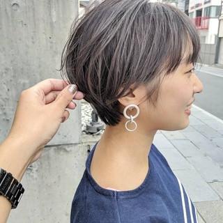 ショート 透明感 ナチュラル グレージュ ヘアスタイルや髪型の写真・画像
