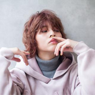 ショート マッシュ ピンク ストリート ヘアスタイルや髪型の写真・画像