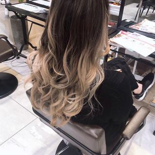 アンニュイほつれヘア ハイライト グレージュ バレイヤージュ ヘアスタイルや髪型の写真・画像
