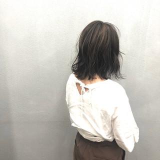 極細ハイライト ナチュラル ミルクティーベージュ 簡単スタイリング ヘアスタイルや髪型の写真・画像