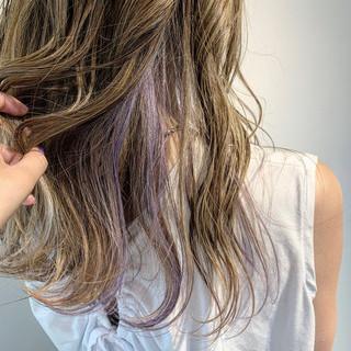 極細ハイライト コントラストハイライト インナーカラー ロング ヘアスタイルや髪型の写真・画像